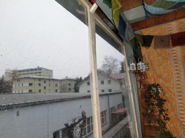 haushaltstipps wind und regenschutz f r den balkon selber bauen. Black Bedroom Furniture Sets. Home Design Ideas